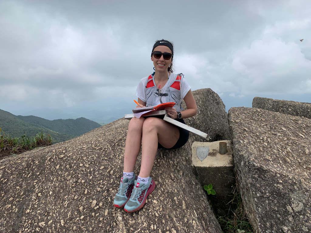 livro do cume na pedra selada