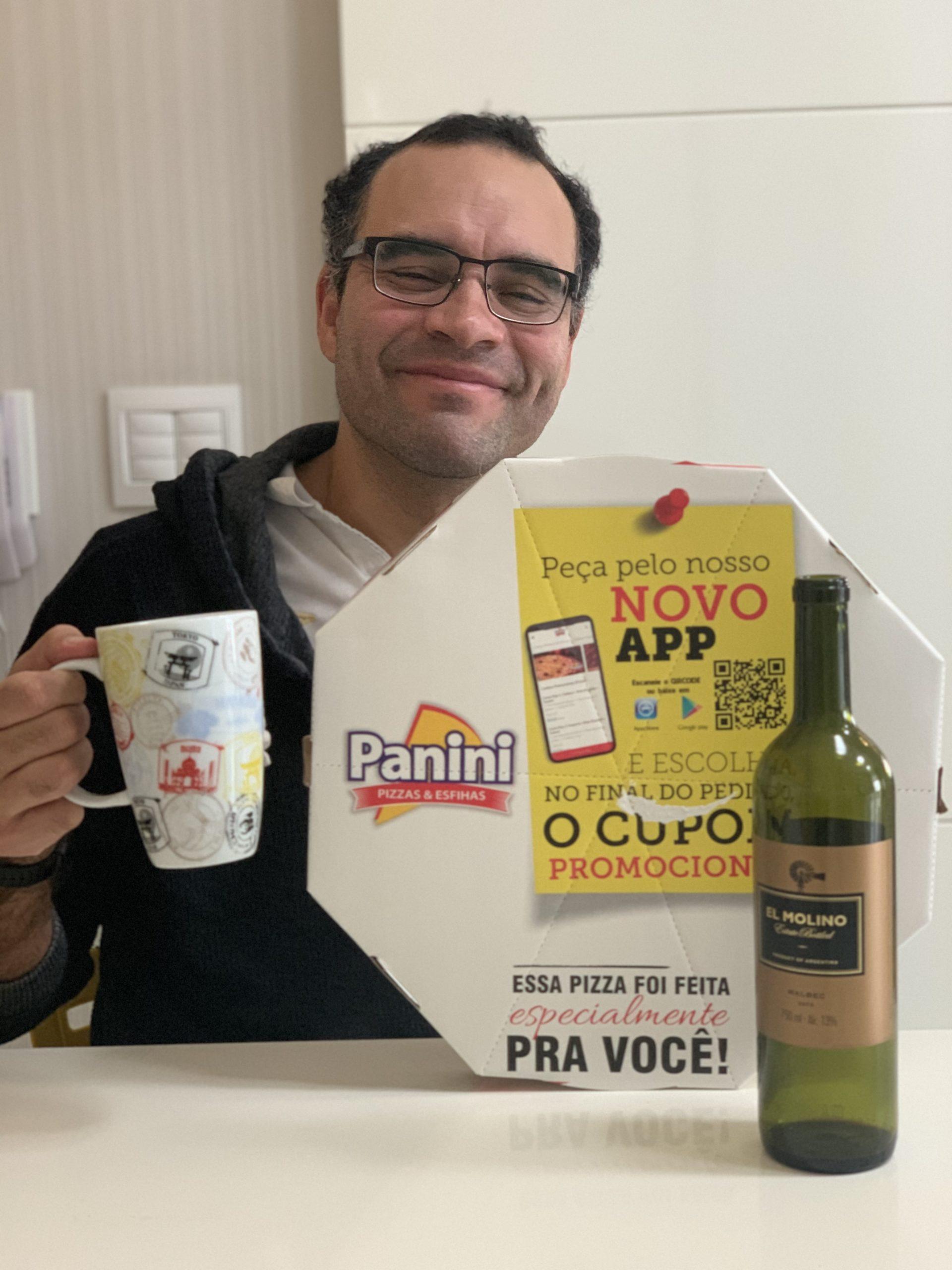 Andrey nosso garoto propaganda da pizza Paninni e vinho El Molino