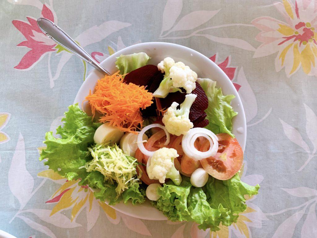 salada de entrada restaurante itamonte