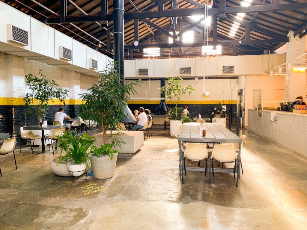 Futuro refeitório com salão arejado.