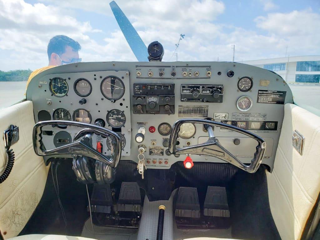 Painel do avião visto por dentro