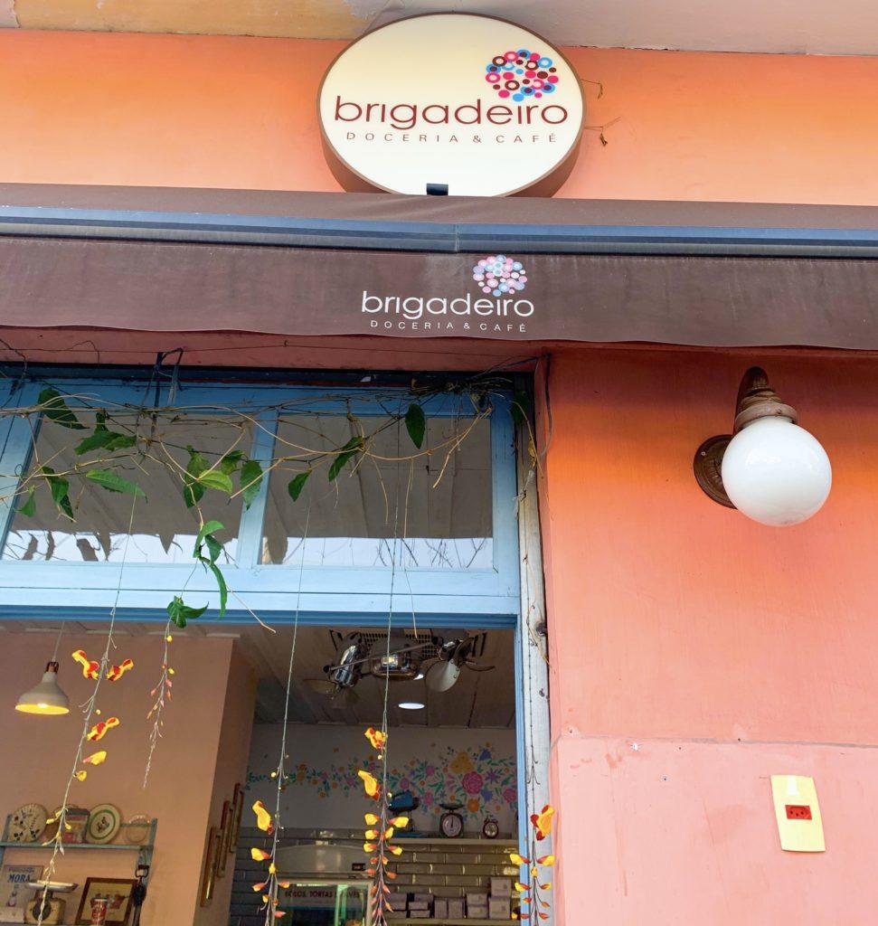 Entrada da Brigadeiro Doceria e Café.