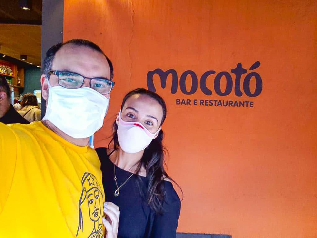 a bela e o bigode no Mocotó