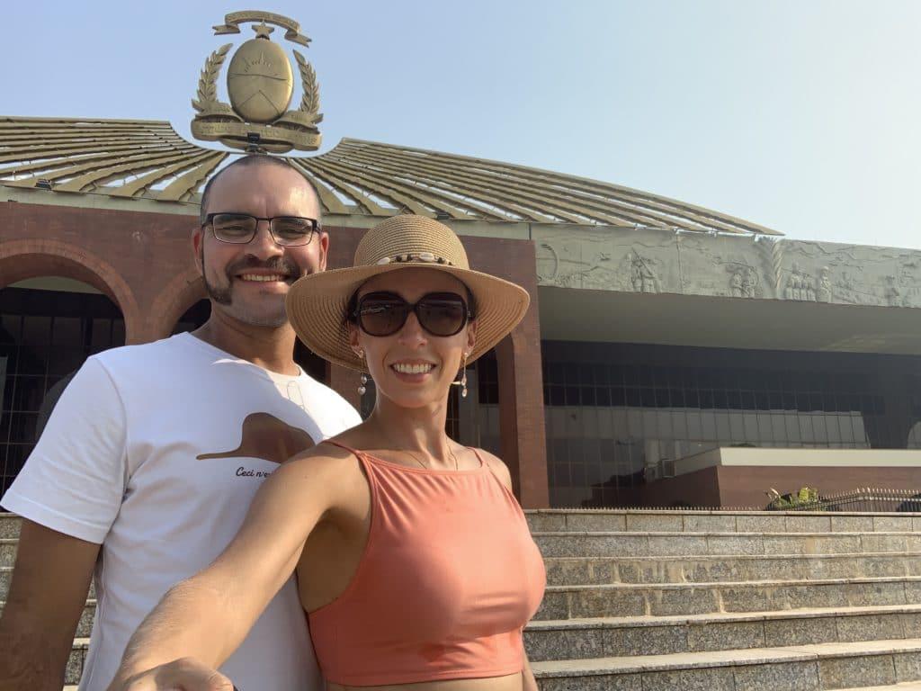 Frisas na lateral do Palácio Araguaia