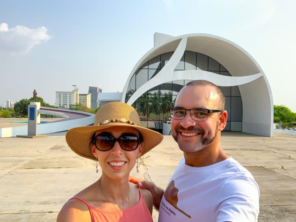 Monumento Coluna Prestes em Palmas por Oscar Niemeyer