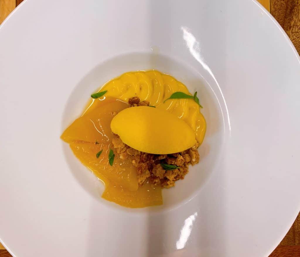Sobremesa de  frutas amarelas sabor muito forte do pequi