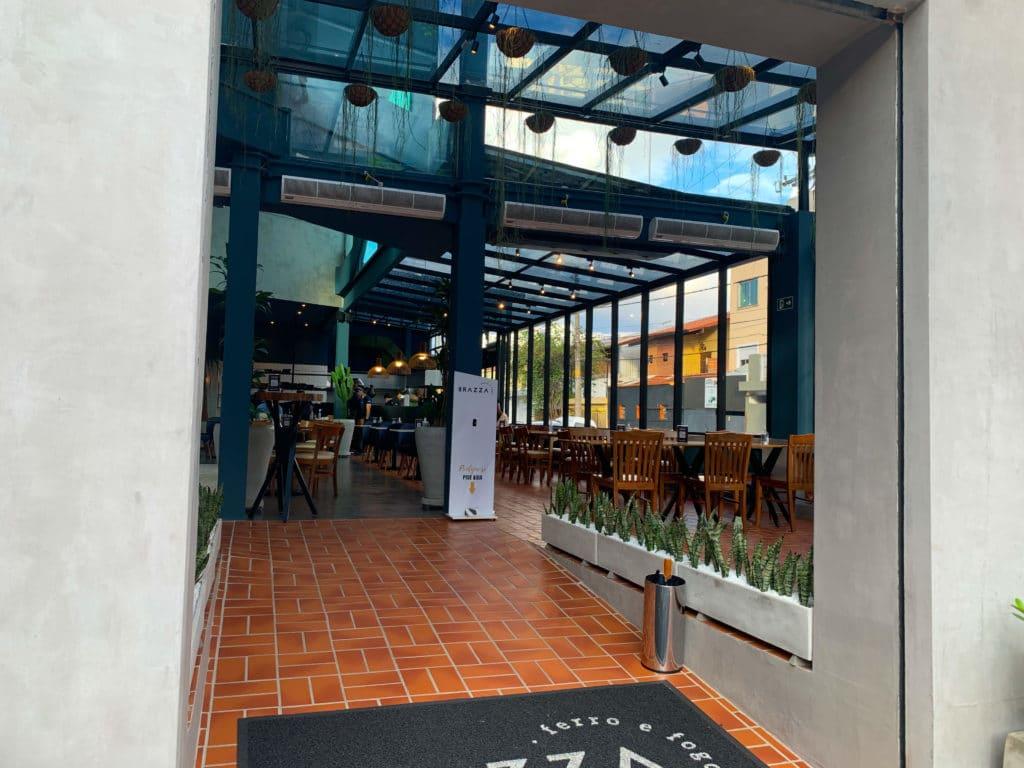 Brazza Ferro e Fogo Restaurante entrada do estabelicimento.
