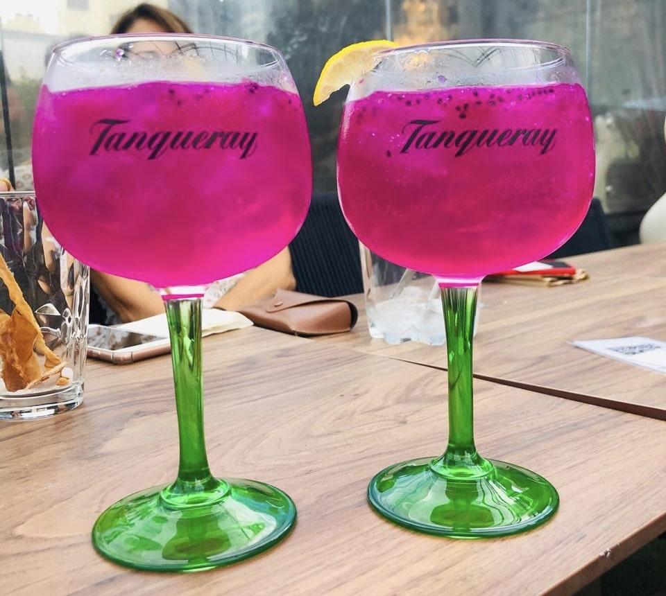 Bebidas coloridas e deliciosas no Fre Restobar