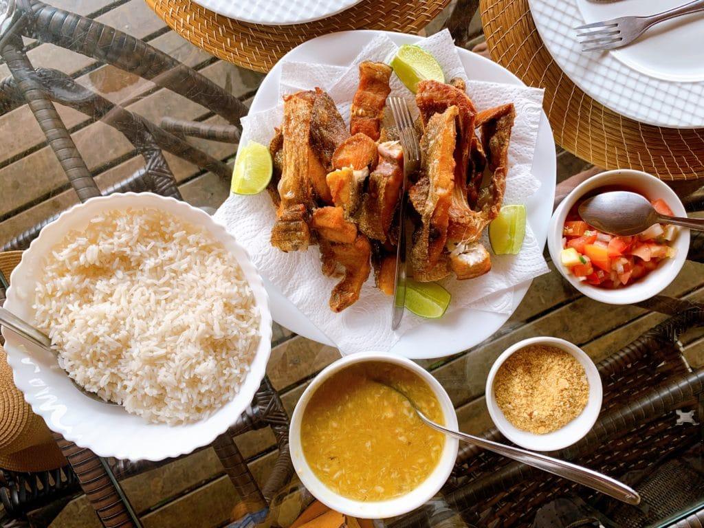 Peixe Caranha prato principal na praia do Funil