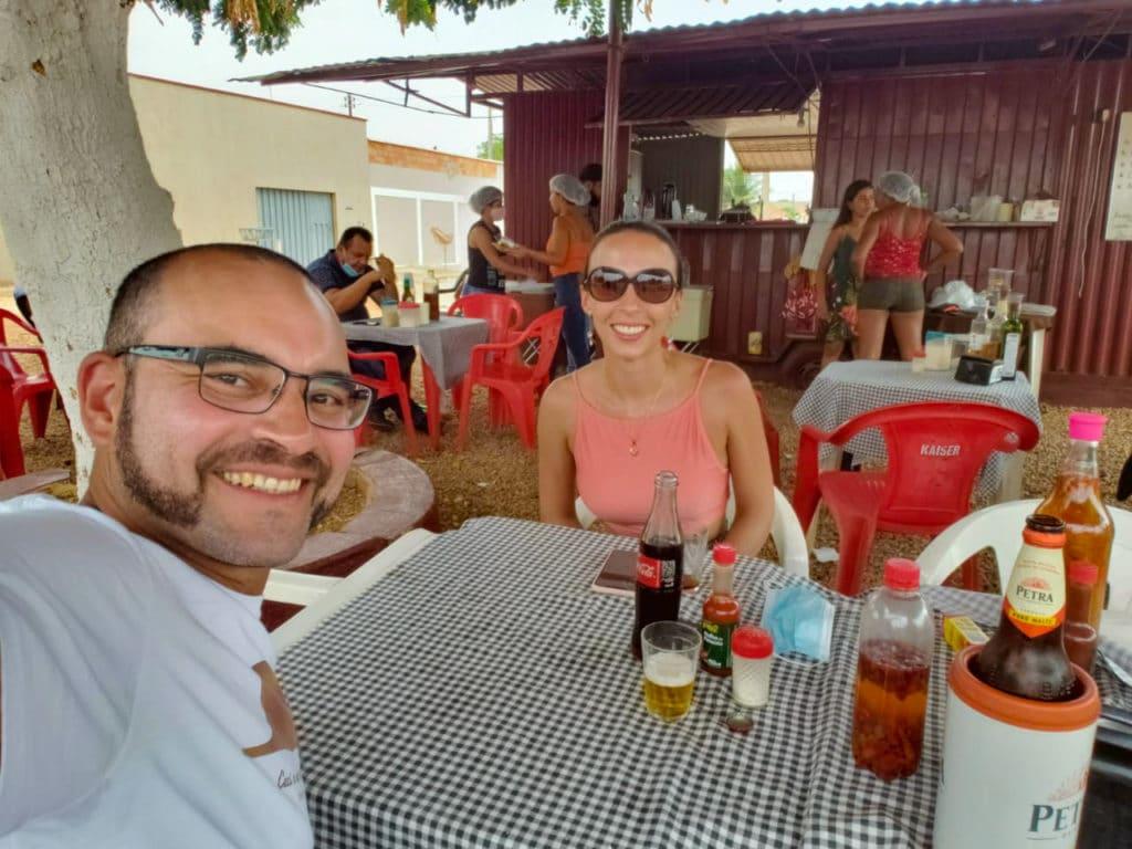 A Bela e o Bigode no Restaurante Chambari Caipira dica de onde comer em Palmas