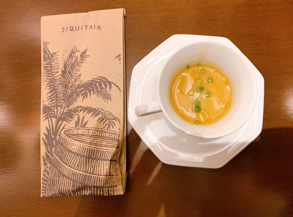Entrada cortesia caldinho de milho com camarão no Jiquitaia Restaurante Bar
