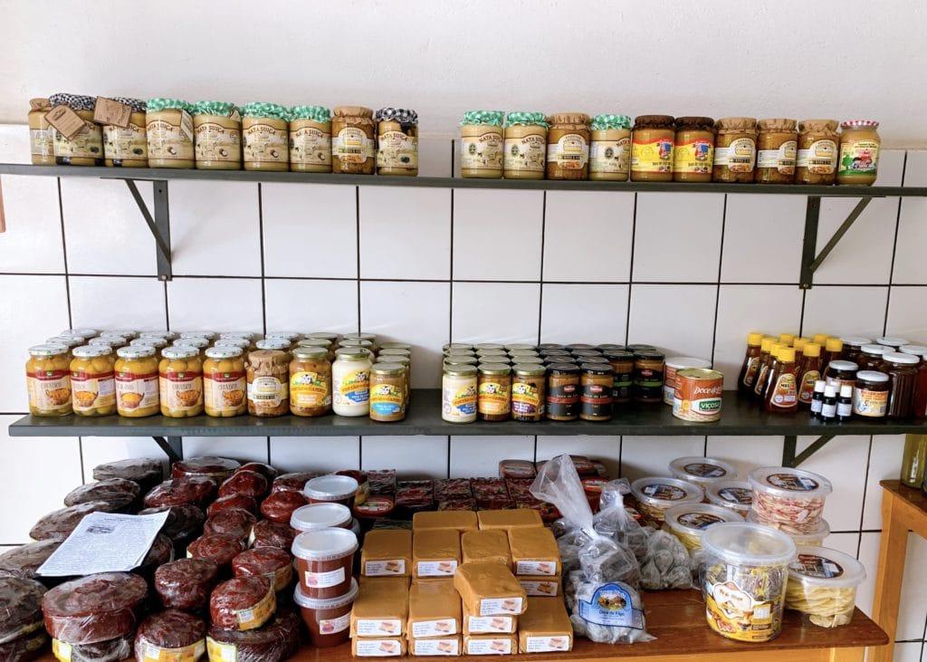 Loja de queijos Maranatha Campanha com opções de doces
