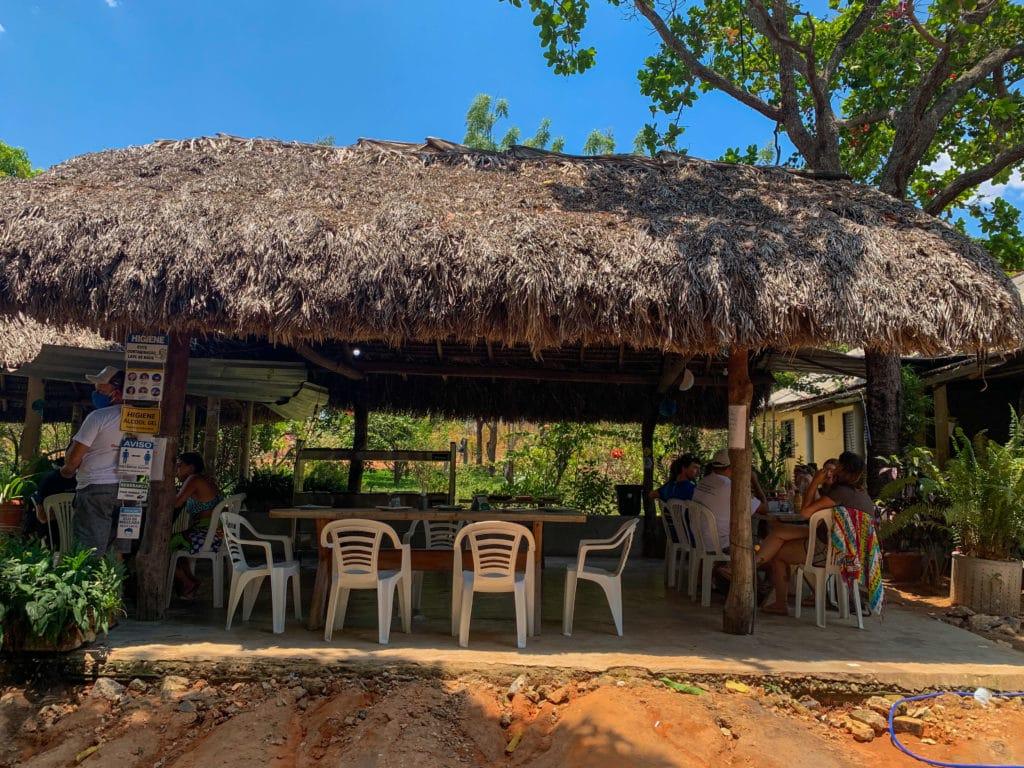 Restaurante na Cachoeira das Araras no Jalapão.