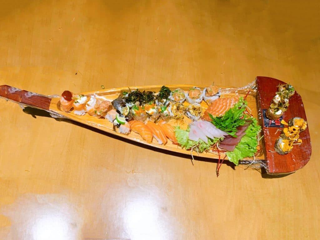 Koji Sushi barca de sushi e sashimi