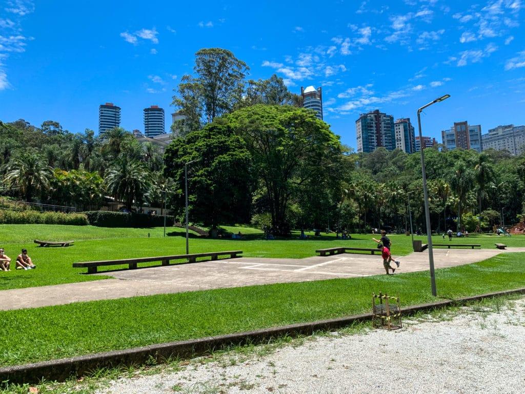 Área para pique nique do parque e para aproveitar o dia