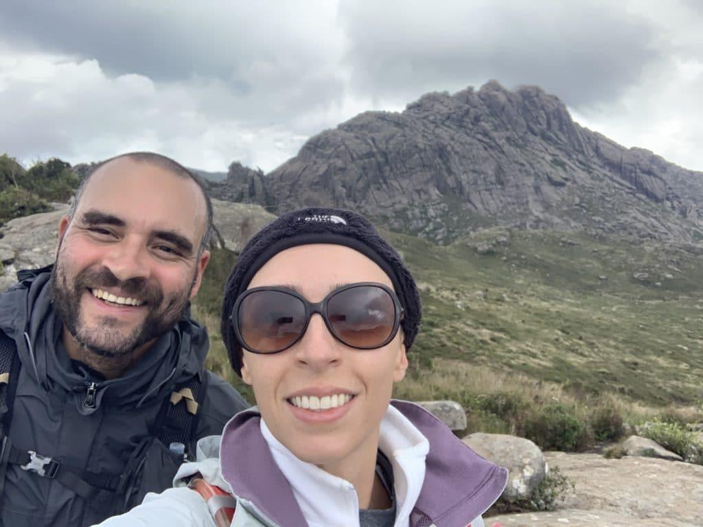 asa de hermes ao fundo no parque nacional de Itatiaia