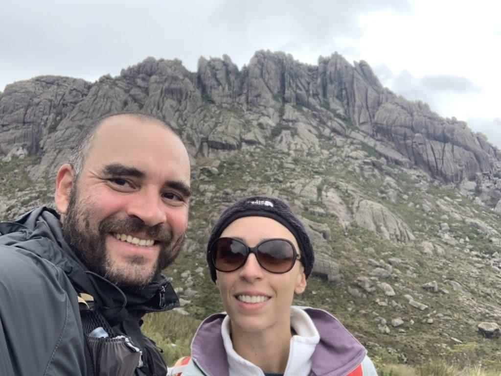 contornando os agulhas negras no parque nacional de Itatiaia