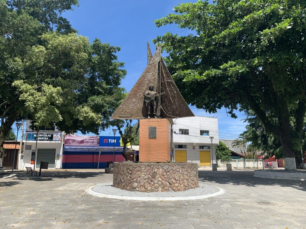 paranagua estatua na ilha dos valadares