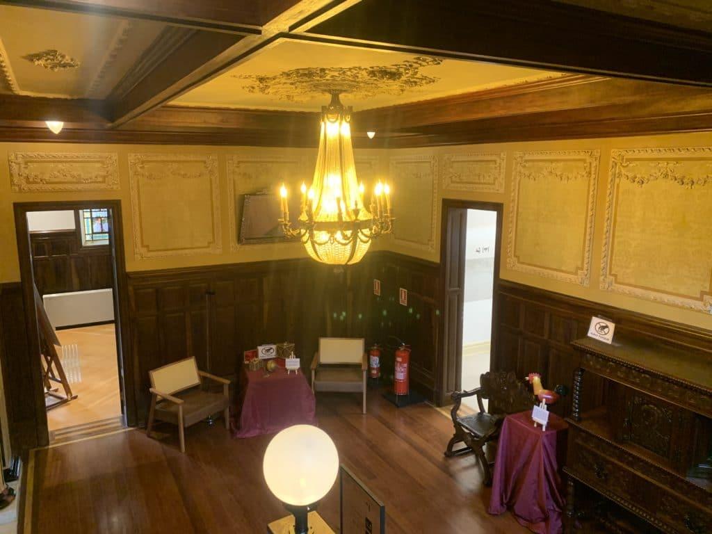 Biblioteca o casarão antigo reformado