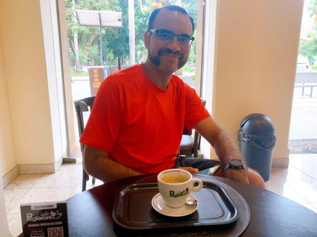 Andrey e seu café do Café Pagliaroni