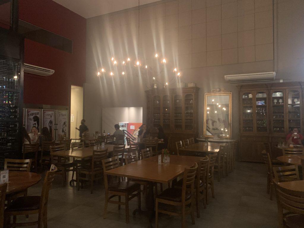 Salão interno da Pizzaria