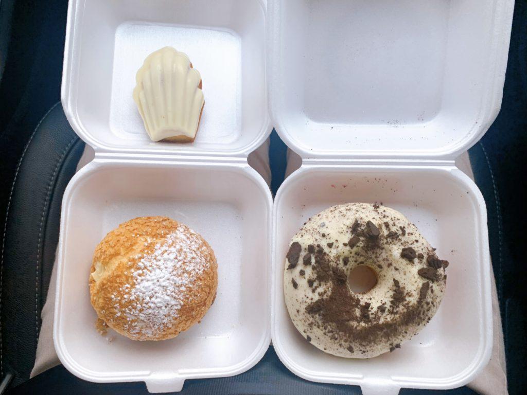 Donuts por R$9,00, Choux por R$8,00 e Madelei por R$5,00