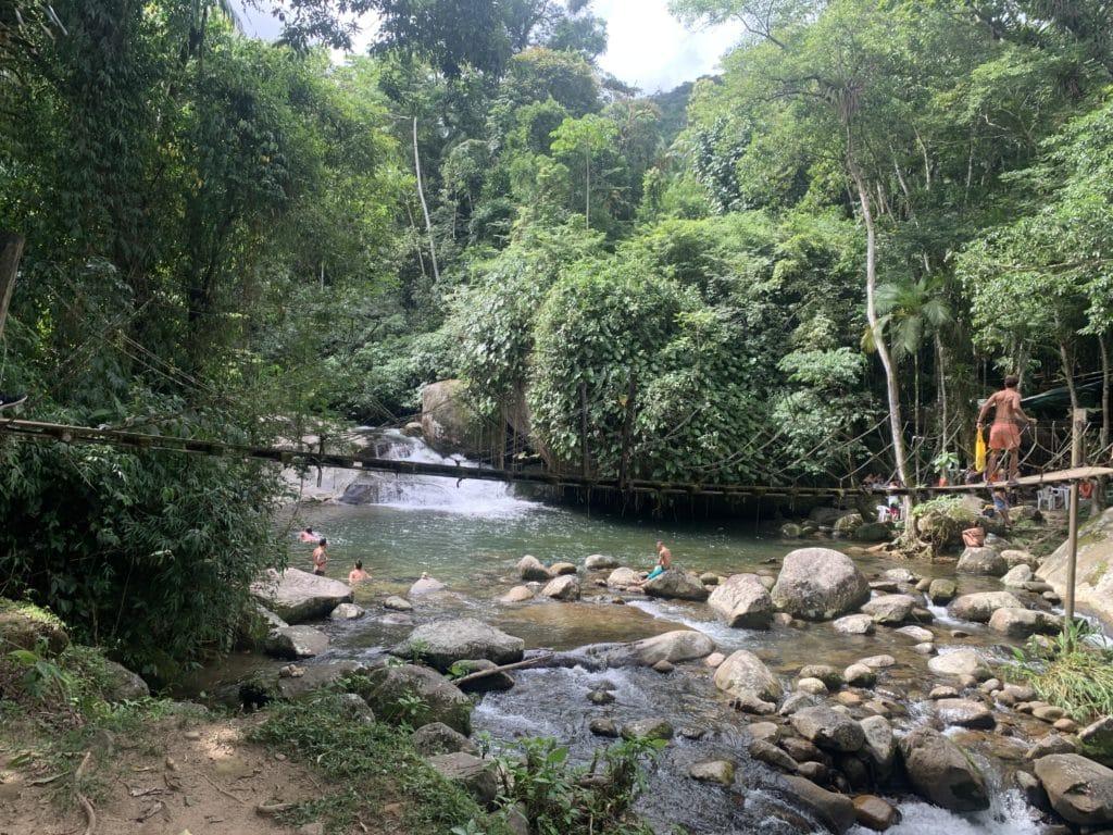 Ponte pênsil  até o restaurante do Tarzan