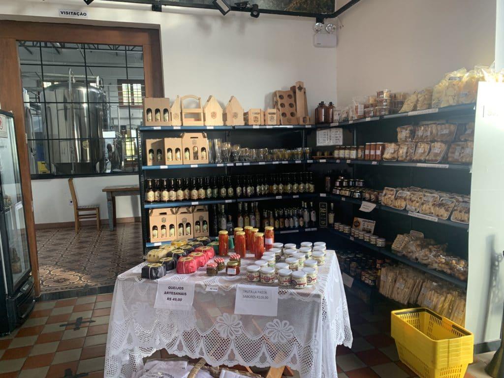 Loja do Ateliê Cerveja Caminho do Ouro com produtos locais