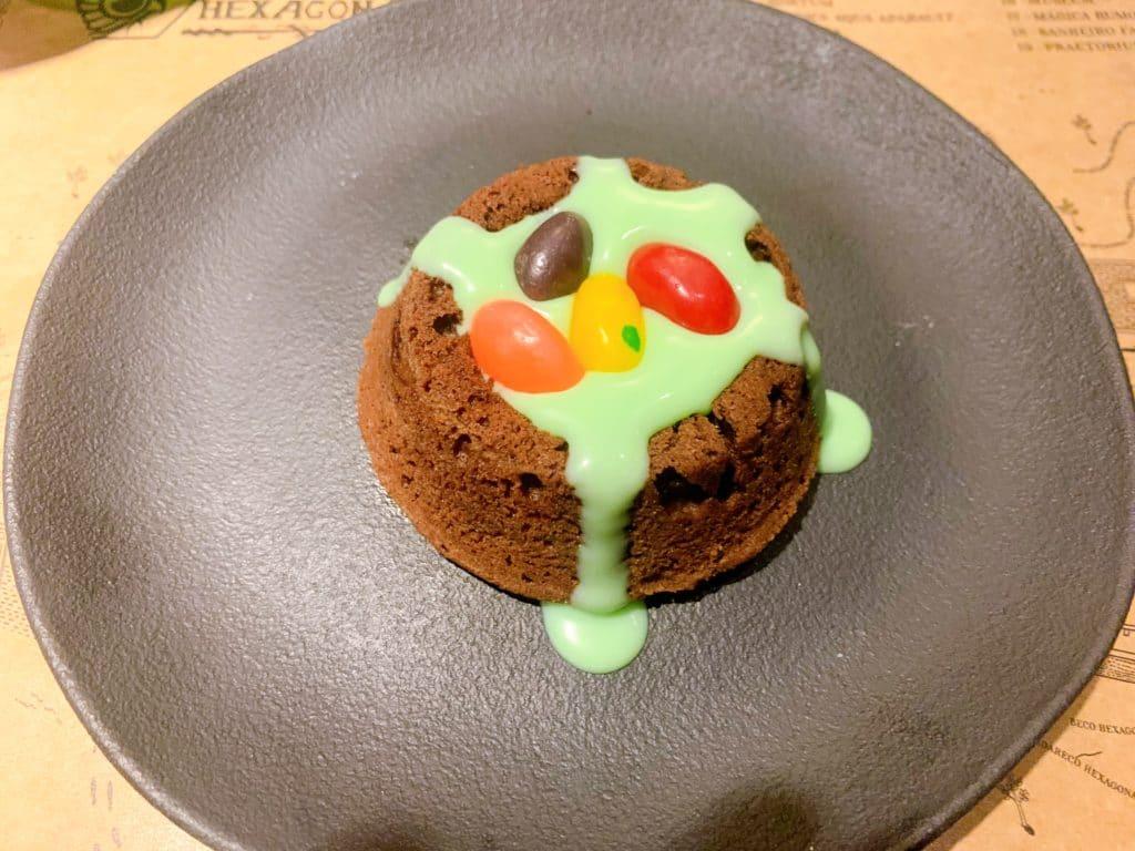 Brownie Feijões Mágicos com suas balas e vomito em formato de calda