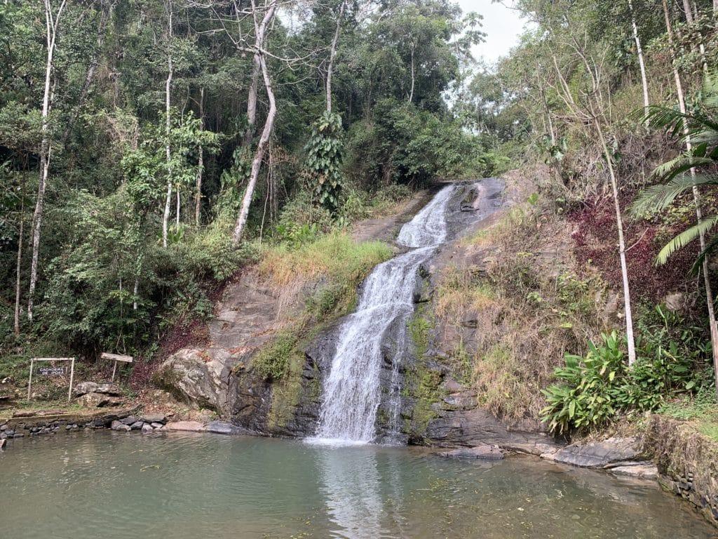 Cachoeira de Iporã na Floresta nacional de Passa quatro