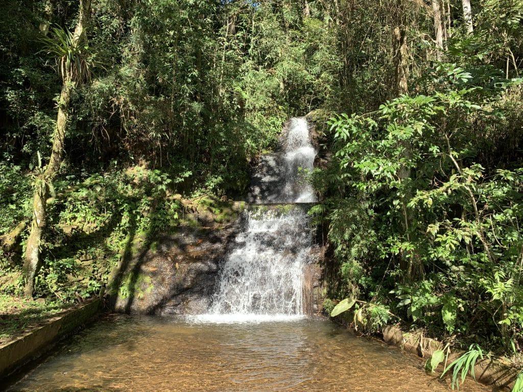 Cachoeira do Arco Iris proximo ao parque jardim dos pinhais