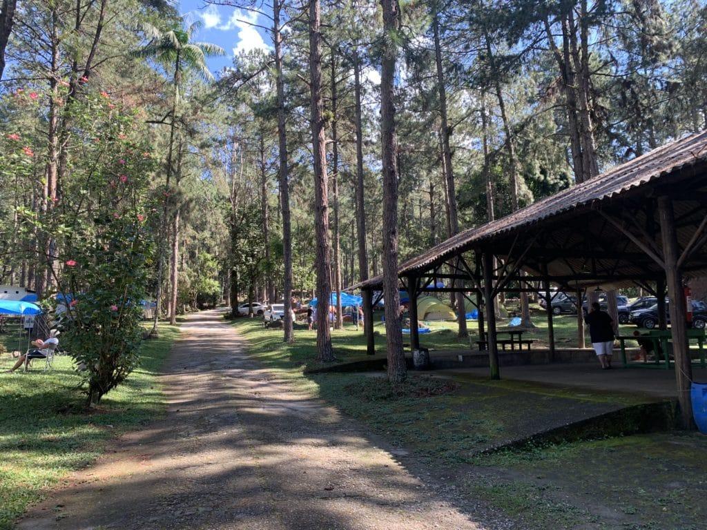 estrutura da área de camping na Serrinha do Alambari