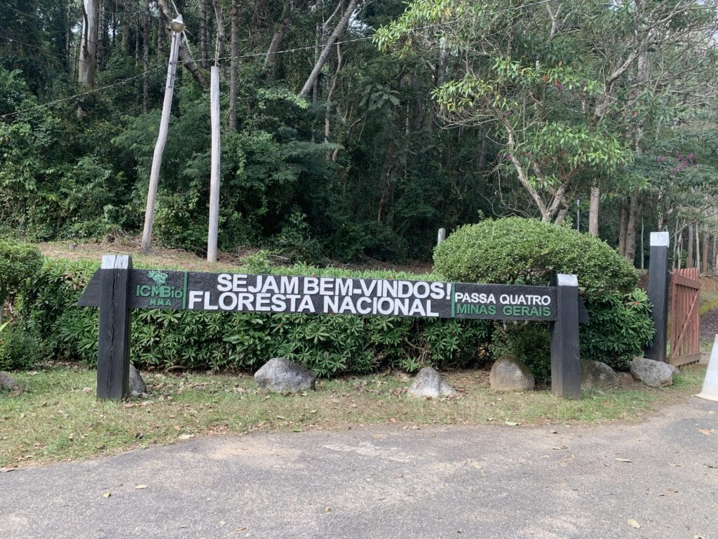 Floresta nacional entrada para o parque