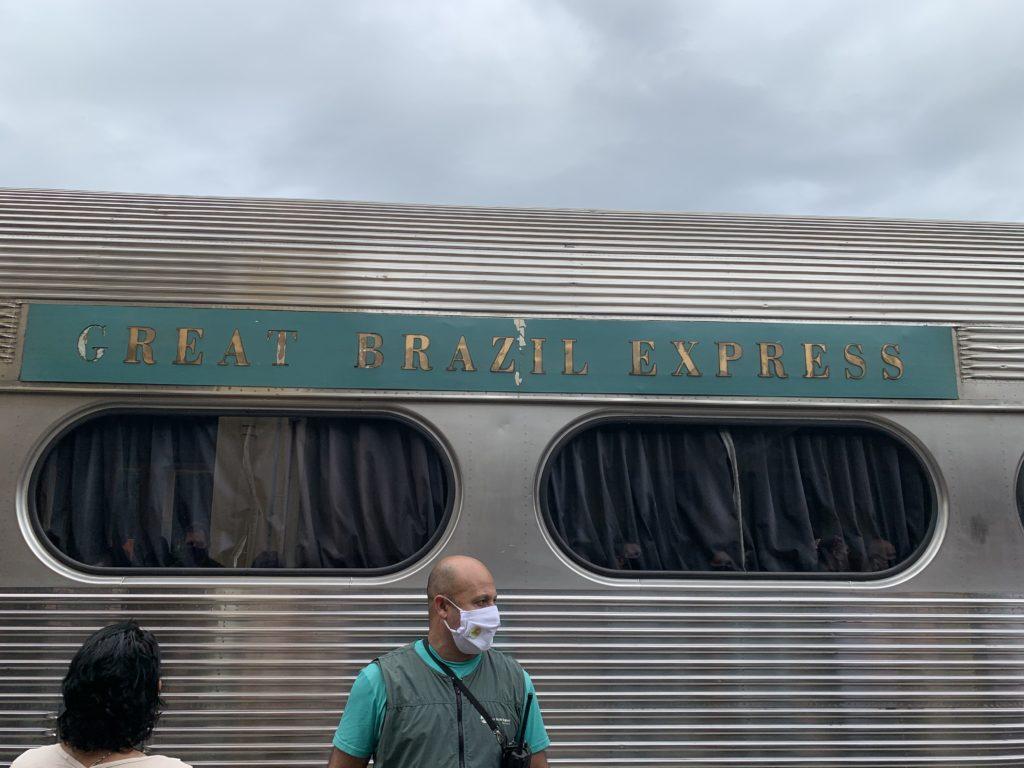 Great Brazil Express no trem Curitiba Morretes sendo o vagão mais famoso e caro.