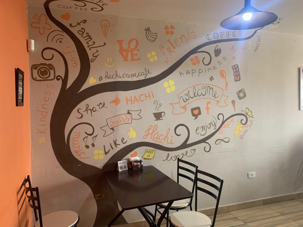 Segundo andar do Hachi Crepe e Café