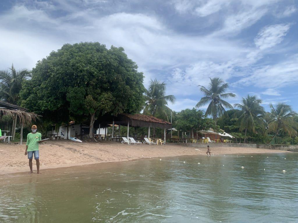 Restaurante na Ilha do Sapinho, na Baía de Camumu