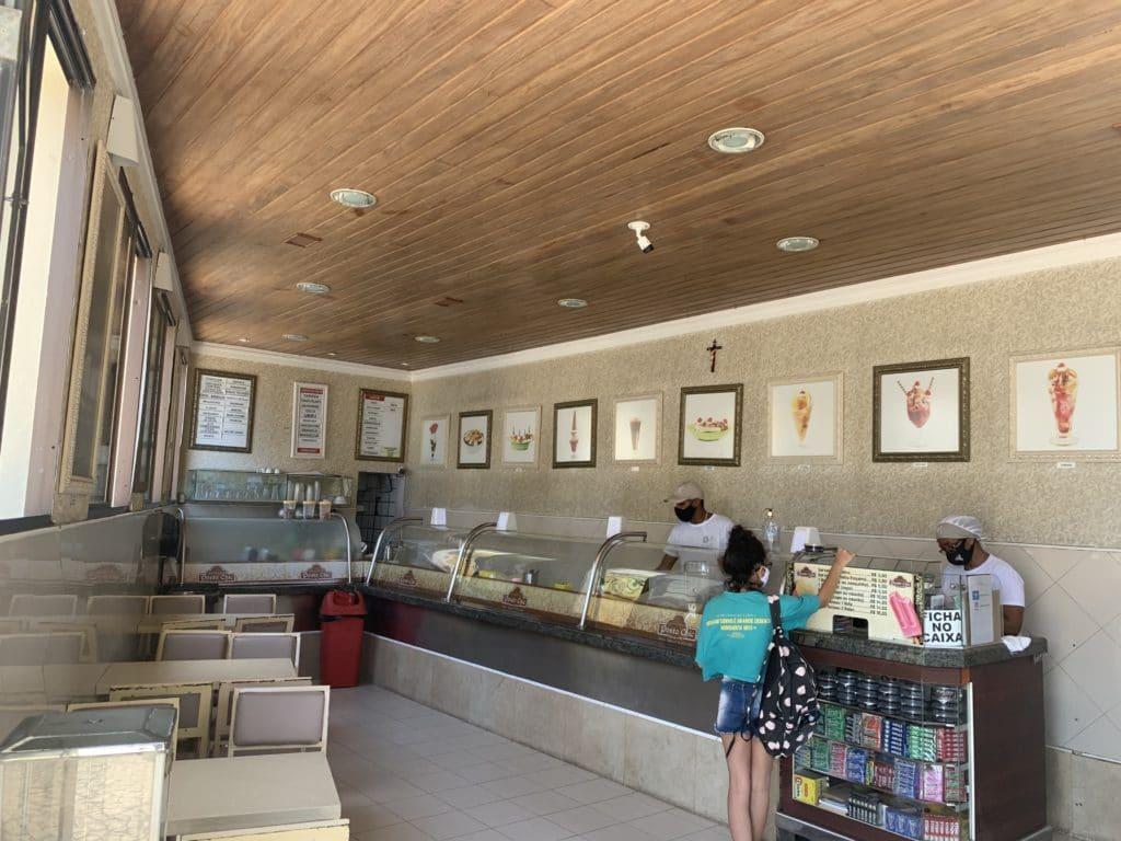 Salão interno da sorveteria