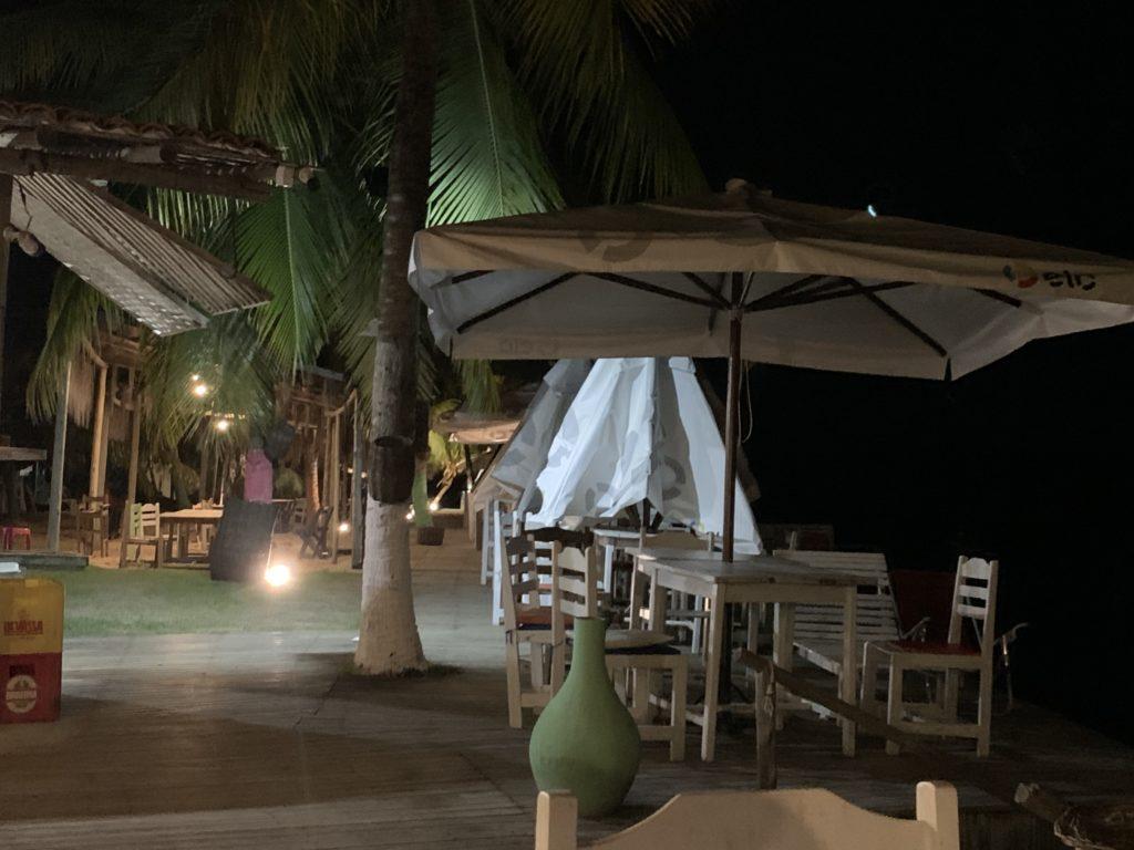 disposição das mesas no Ro gastronomia, em Barra Grande