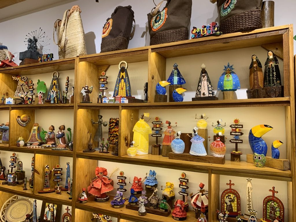 Produtos coloridos e bem feitos na peninsula de maraú