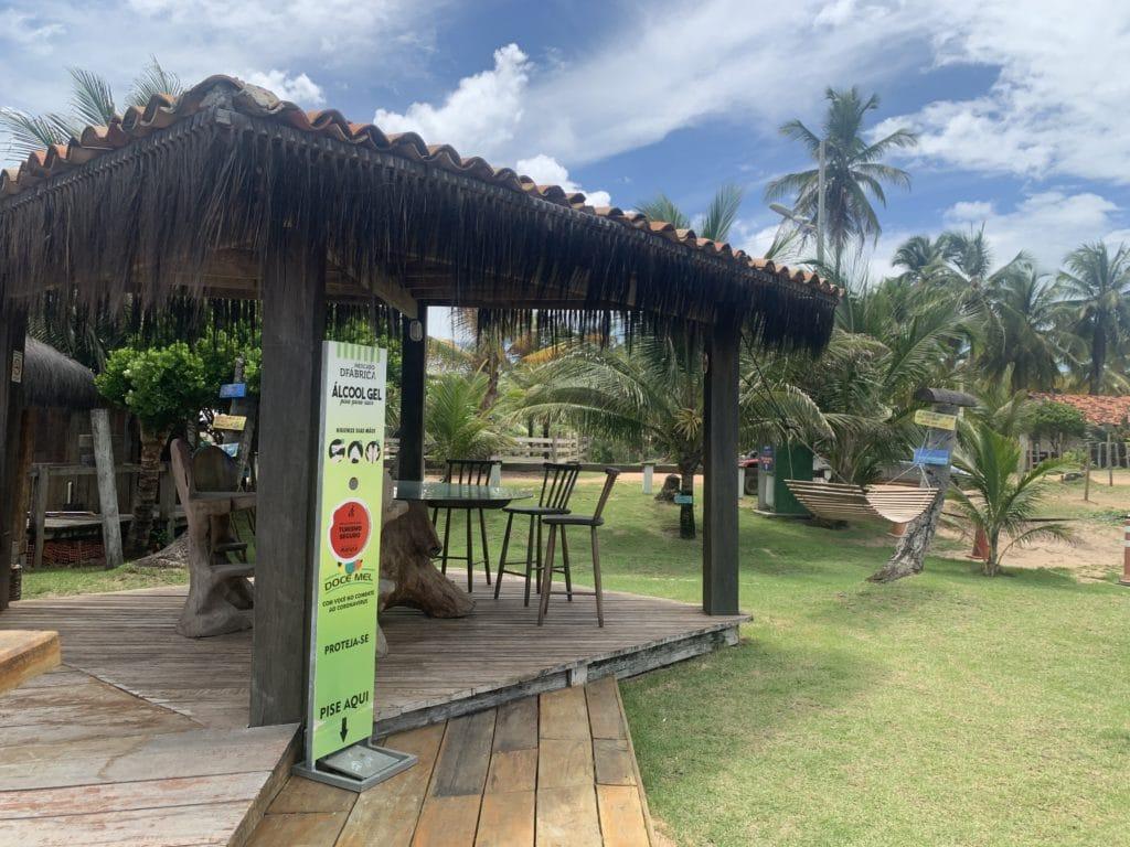 àrea de descanso na Cabana do João, na Praia do Cassange