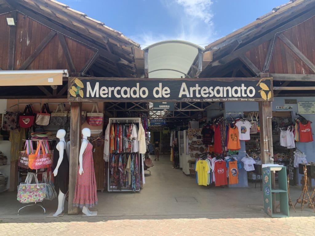 Mercado artesanal para comprar uma lembrança da região