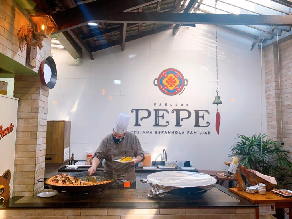 cozinheiro e a paella