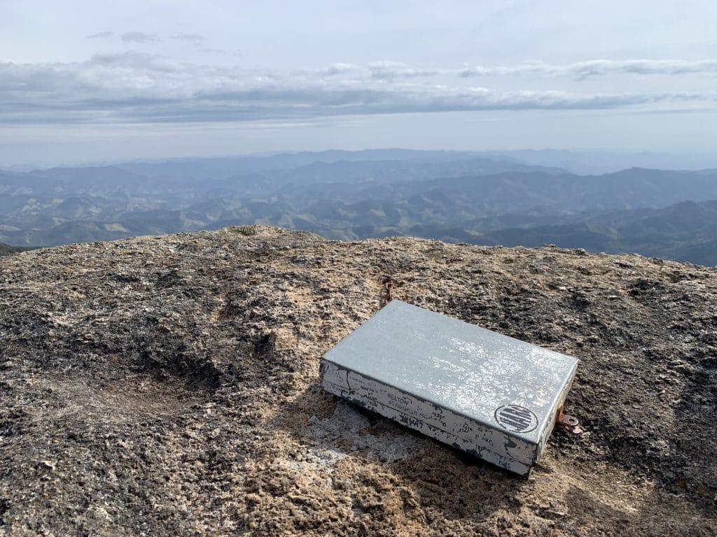 livro do cume no pico do Itaguaré