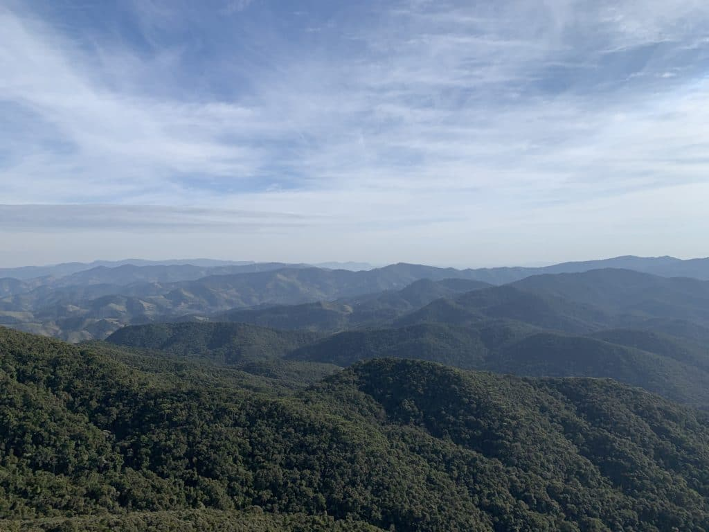 Vista da Pedra da Caveira no pico do Itaguaré