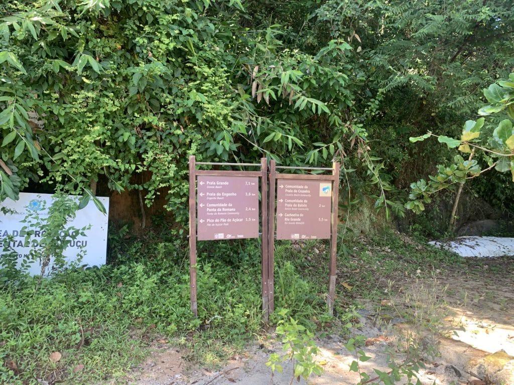 Placa sinalizando o início da trilha  em Paraty