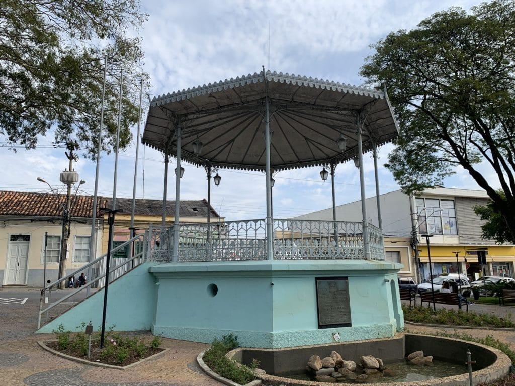 Praça da Bandeira com seu coreto João Maggi
