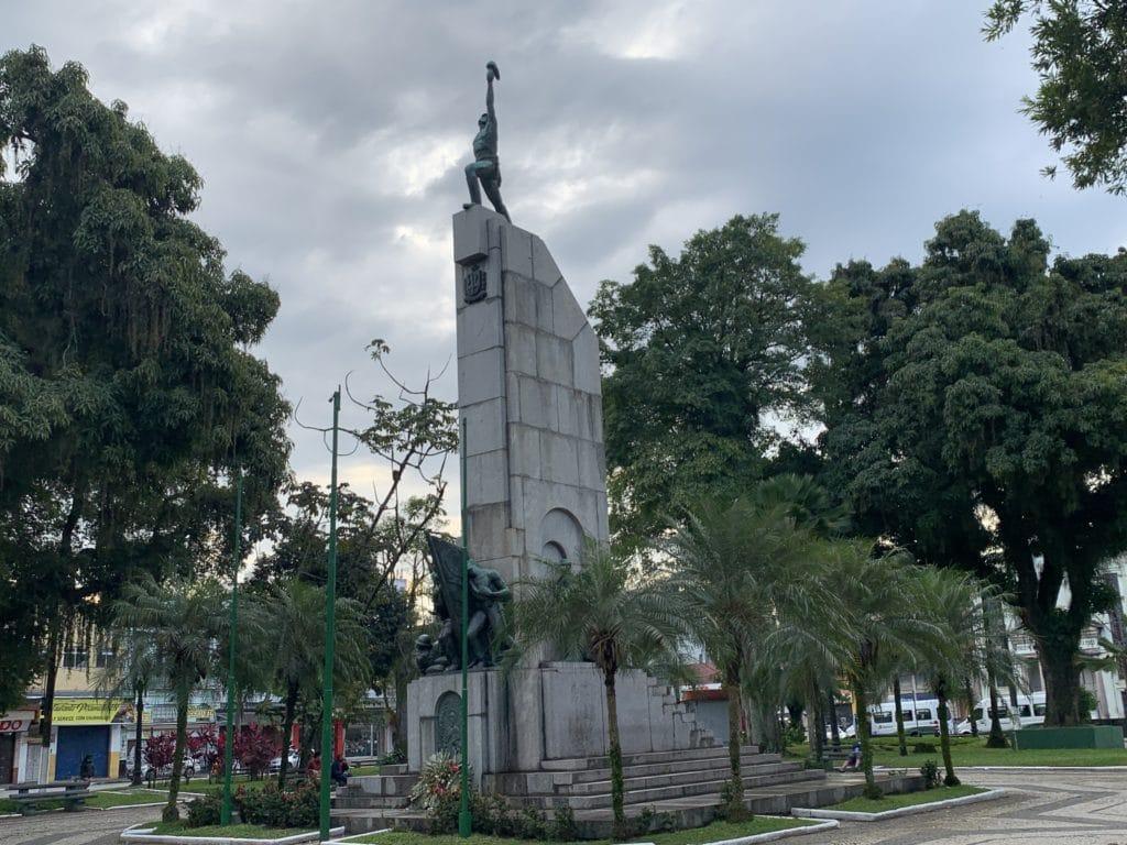 Praça Patriarca José Bonifácio na frente da catedral