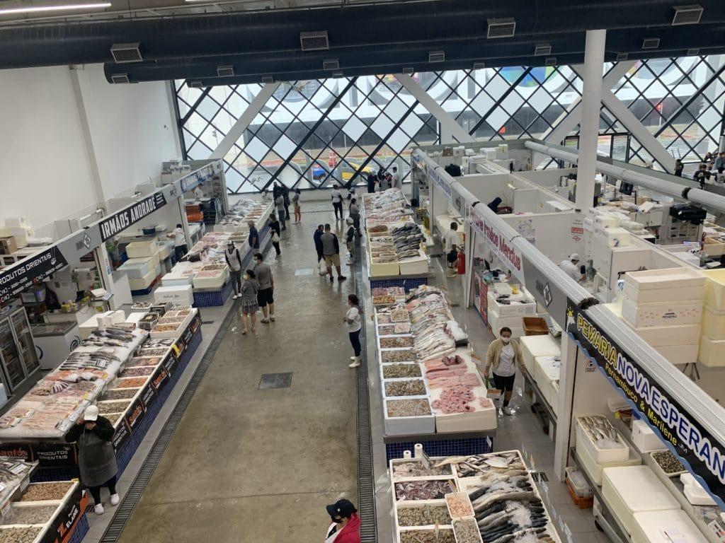 santos dentro do mercado de peixe