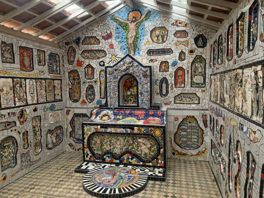 Decoração da Capela de Mosaico I em São Bento do Sapucaí