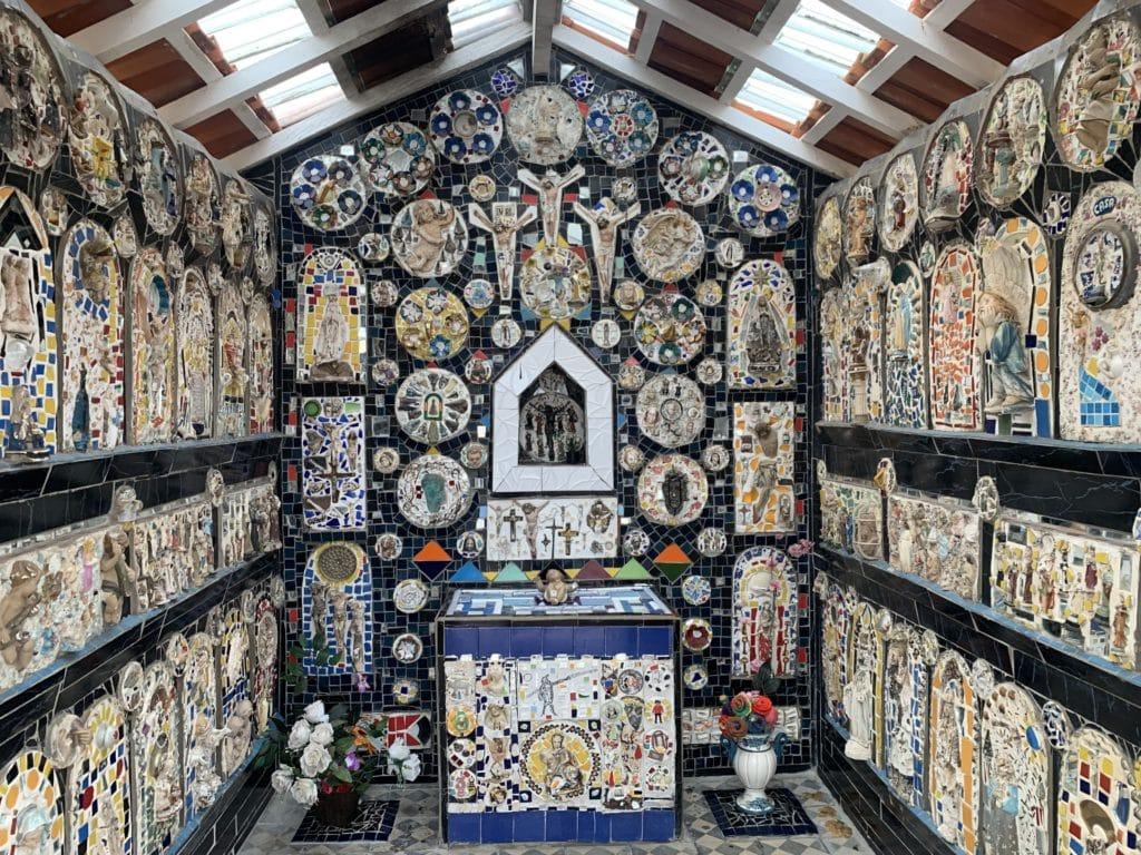 Decoração da Capela de Mosaico II em São Bento do Sapucaí